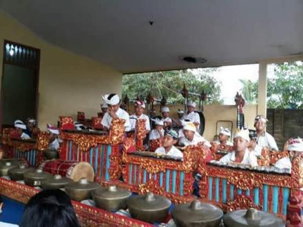 Latihan Rutin Sekaa Gong Remaja Werdi Guna Desa Nagasepaha